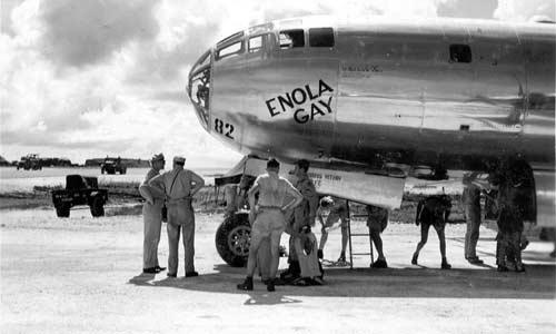 enola gay - إسم الطائرة التي قصفت هيروشيما